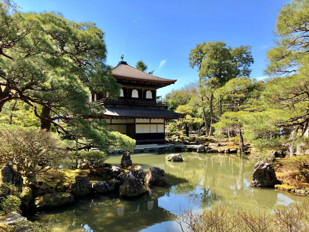 義政が建てた銀閣寺は東山文化の象徴といわれています