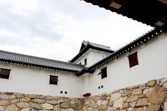 多聞櫓は久秀が多聞山城で初めて導入したことからこの名がつきました