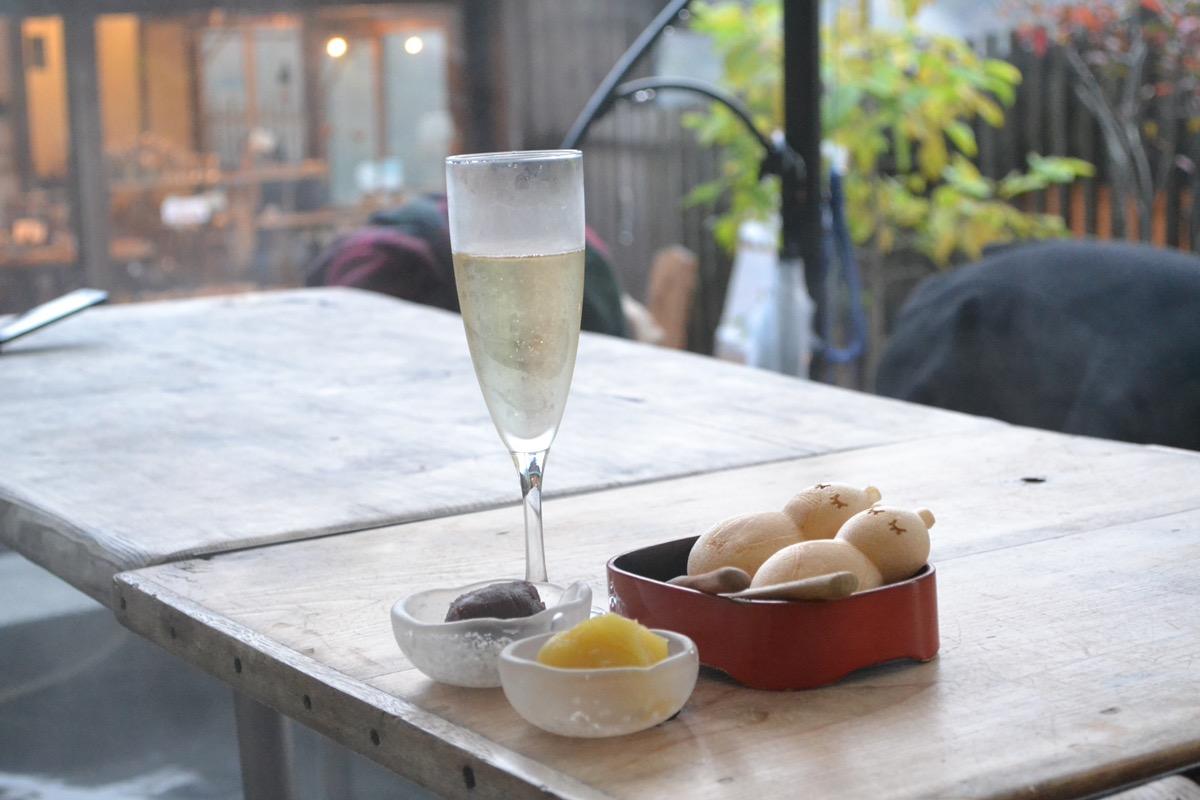 NARAYACAFE箱根の最中とシャンパン