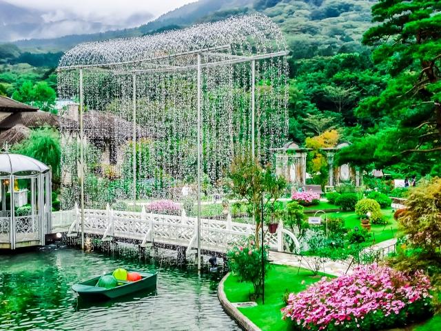 箱根ガラスの森美術館の庭