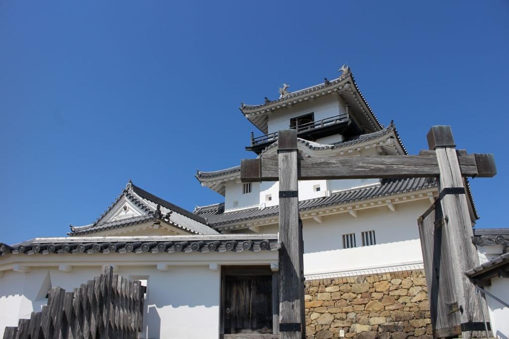 掛川城は室町時代から戦国時代にかけて整備され、江戸時代には徳川氏の要地として現在に至っています