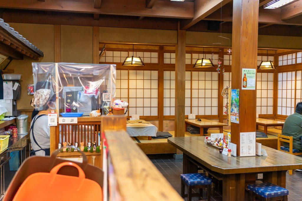 深大寺そば「大師茶屋」の落ち着いた店内