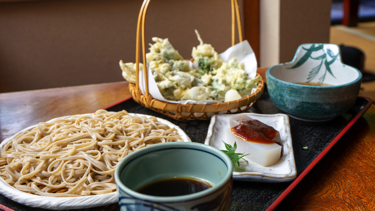 元祖嶋田屋の「深大寺そば」と揚げたて天ぷら