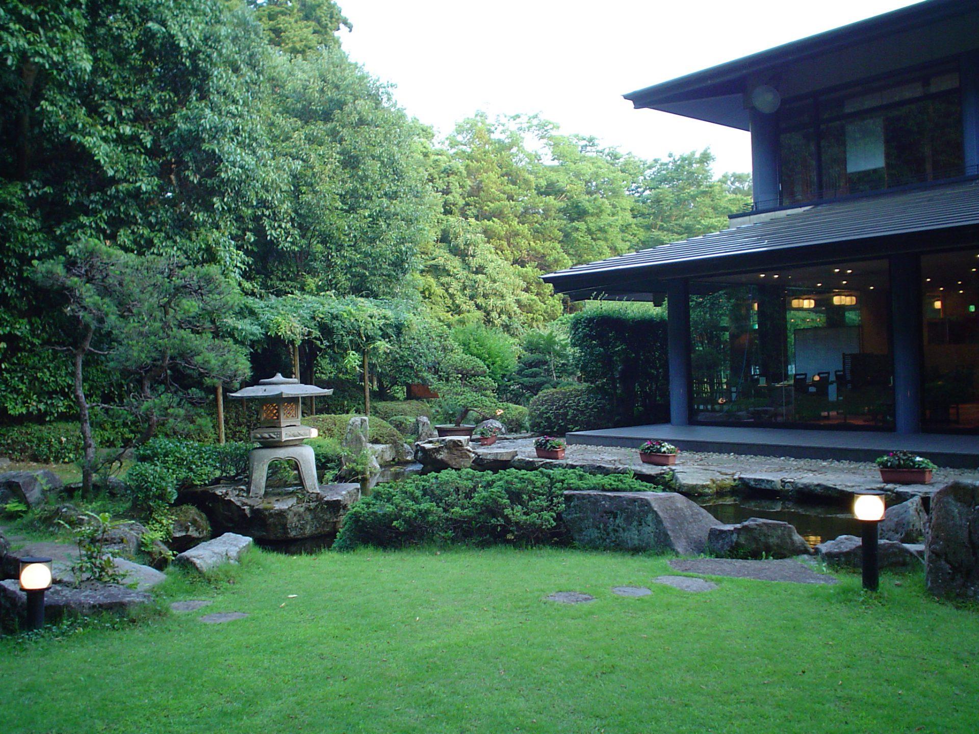 「深大寺 水神苑」と優雅な日本庭園