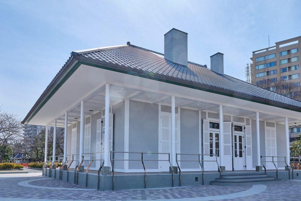 横須賀のヴェルニー公園内にある白い壁が印象的な「ティボディエ邸」