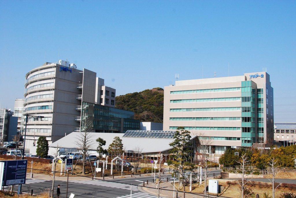 横須賀市にあるYRP(横須賀リサーチパーク)の近未来的な建物群