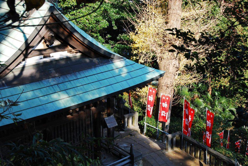 横須賀市走水にある「走水神社」の境内